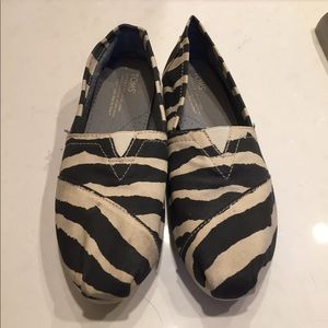 Toms zebra print loafer